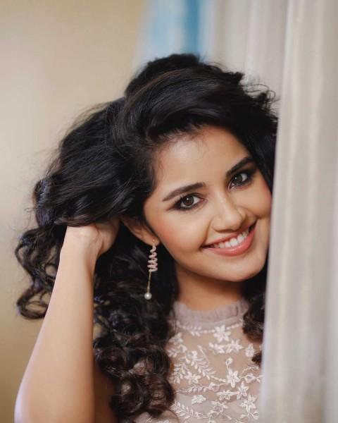 Anupama Parameswaran Face Wallpaper Pic