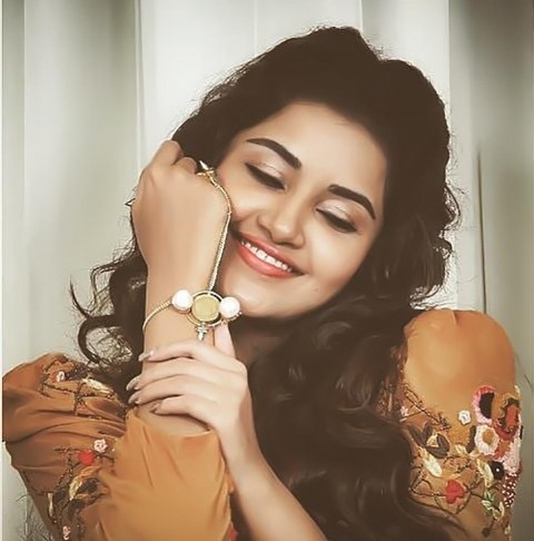 Anupama Parameswaran Real Selfiel Photos Images