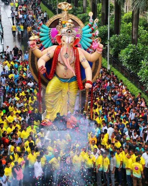 Lord Ganesha Big Size Murti wallpaper